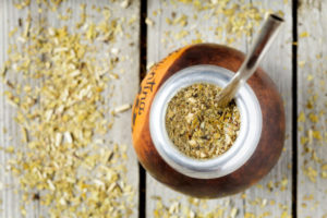 Bombilla et calebasse, outils de dégustation du maté